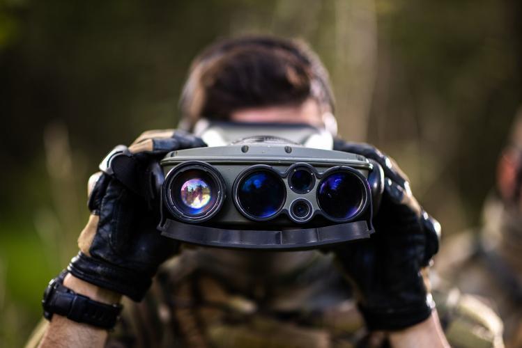 JIM LR:Long-range multifunction cooled infrared binoculars