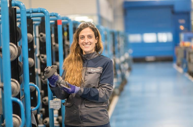 Safran Transmission Systems employee in the production workshop with her new work clothes.
