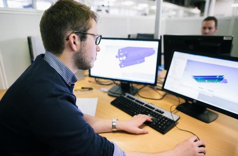 Digital and mechanical simulation of a seeker
