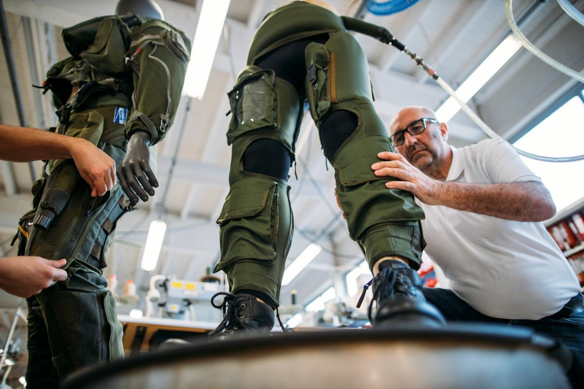 Military Products : Anti G trousers leakage test