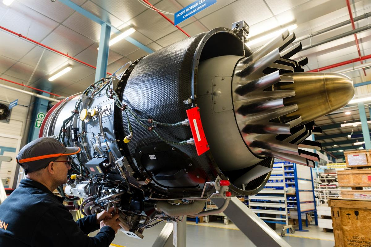 Installation of engine cladding (EBU- Engine Build Up) of the PW307 intended for Falcon 7X/8X