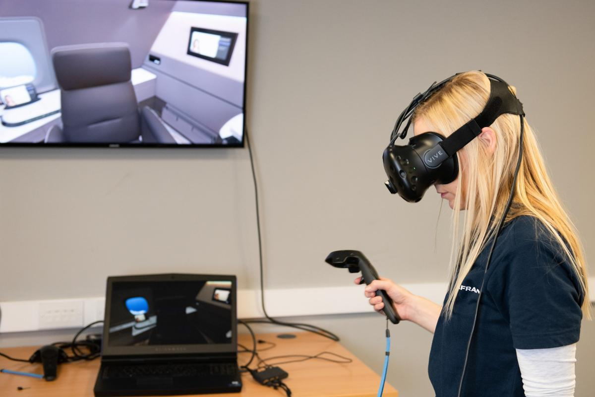 Using virtual reality equipment for immersive experience