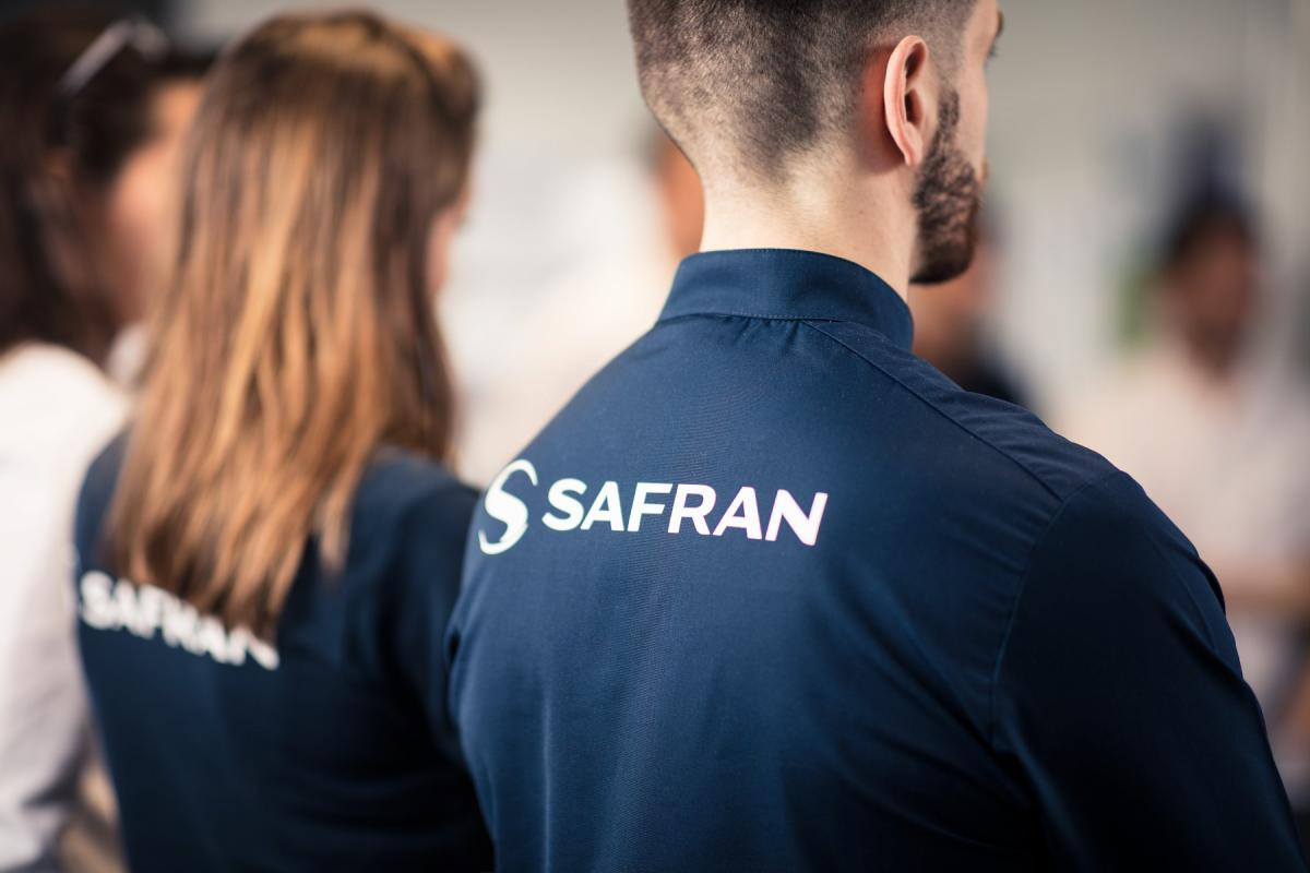 Daily activity meeting of the Safran Seats On Site Support team