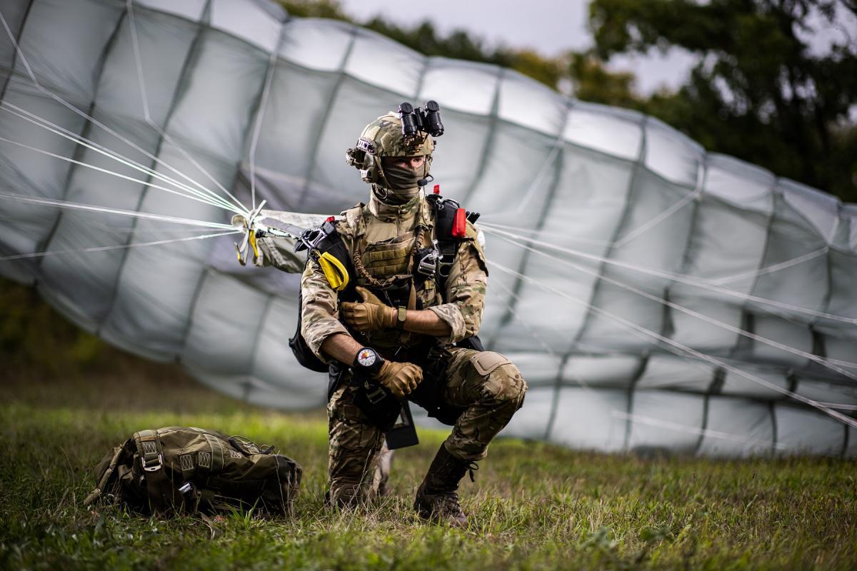 PHANTOM canopy of the tactical parachute MMS 360