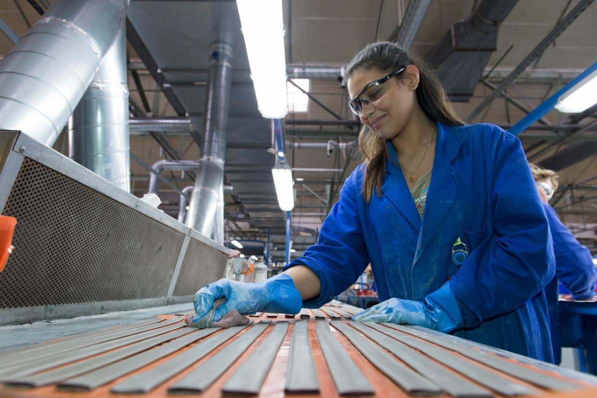 Duct manufacturing workshop for pneumatic de-icer