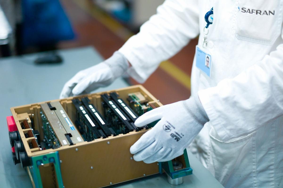 Assembly of Engine Control Units for M88