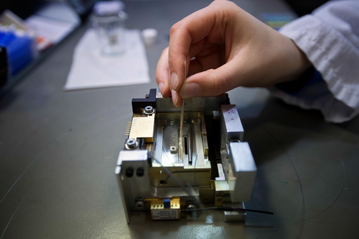Focus on making a fiber optic component