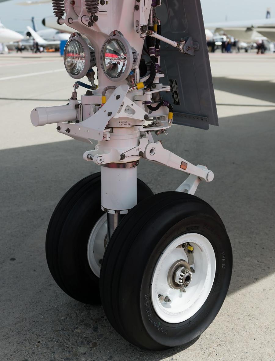Bombardier Challenger 300 : landing gear